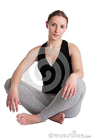 Femme s asseyant sur le plancher