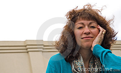Femme soufflée par vent d affaires