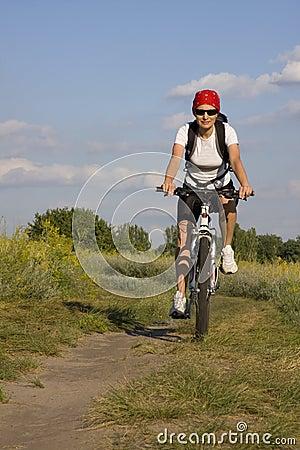 Femme sur la bicyclette