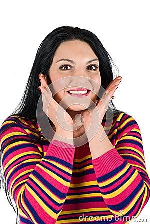Femme étonnée de sourire