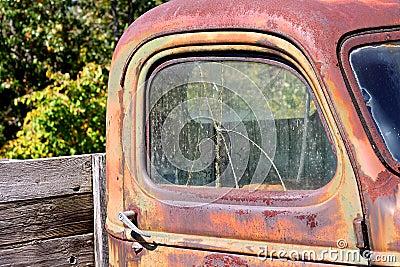 Fen tre cass e sur le vieux camion pick up de vintage for Fenetre cassee