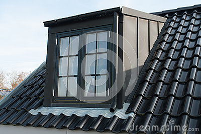 Fen tre verticale moderne de toit photos stock image for Fenetre verticale