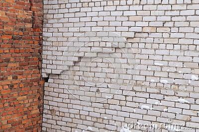 fente verticale dans le mur de l 39 immeuble de brique blanc photo stock image 49420566. Black Bedroom Furniture Sets. Home Design Ideas