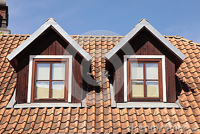 Fen tres carrel es de toit et de mansarde dans la vieille for Fenetre toit ciel