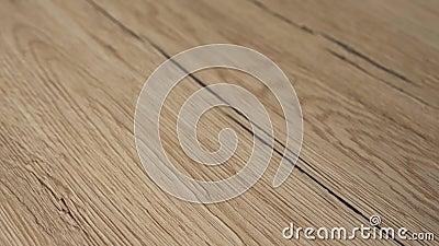Fermeture du parquet nouvellement installé Le sol est en chêne naturel bois dur et sablé et fini avec le clair naturel f banque de vidéos