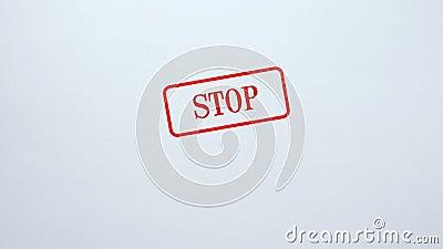 Fermi la guarnizione timbrata su fondo di carta in bianco, la proibizione, accesso ha negato, concetto stock footage