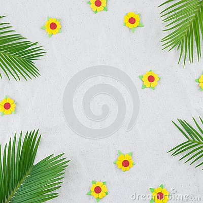 Free Fern Leaves And Yellow Paper Flowers Royalty Free Stock Images - 114034859