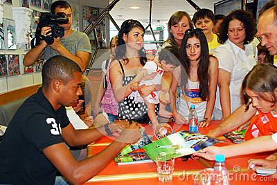 Fernandinho give autograph Editorial Stock Image