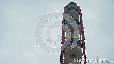 Ferris koło na niebie, chmury zdjęcie wideo