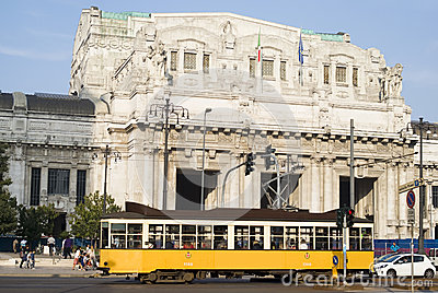 Ferrocarril central en Milán Imagen editorial
