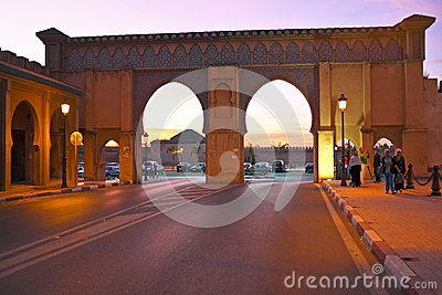 FES. MOROCCO - OCTOBER 15: Bab Boujelud Gate to the old medina i Editorial Photography