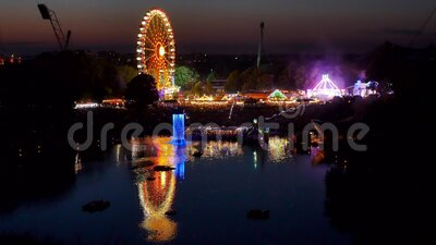 Festival d'été dans le parc olympique de Munich à Night, en Allemagne clips vidéos