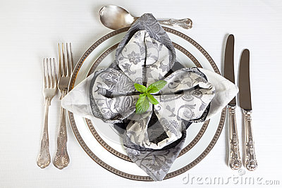 Festive dinner table in silver and grey