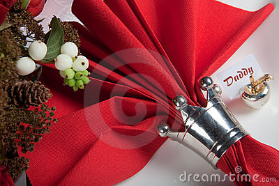 Festive table in red and white 10