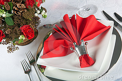 Festive table in red and white 3