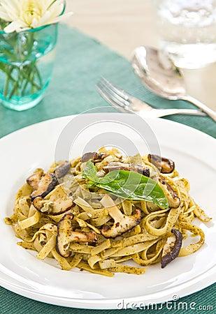 Fettuccine and mushroom with pesto