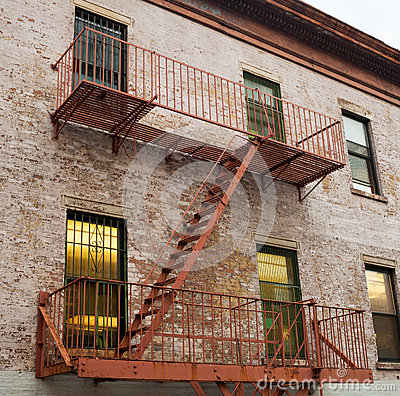 feuerleiter eines alten hauses in new york stockfoto bild 61726622. Black Bedroom Furniture Sets. Home Design Ideas