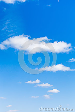 Free Few Light Clouds In Blue Sky Royalty Free Stock Images - 40641449