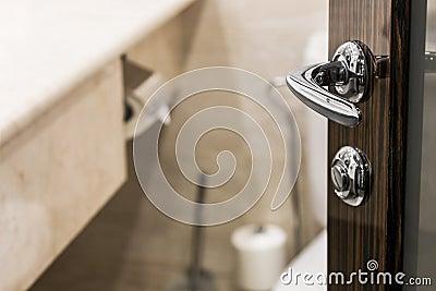 badezimmer tür Öffnen – topby, Badezimmer