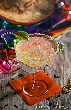Free Fiesta: Delicious Margarita On The Rocks With Salt On Rim Royalty Free Stock Photo - 112677055