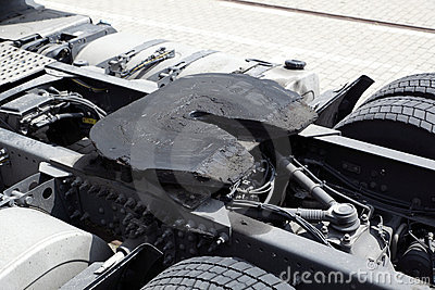 Fifth wheel coupling on truck