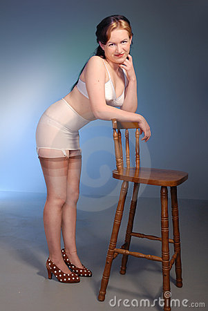Fifties cheesecake girl in girdle & stockings