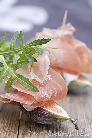 Figs with parma ham and rocket