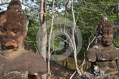 Figures Of Two Gods In Access To Angkor Thom Royalty Free Stock Image - Image: 24960216