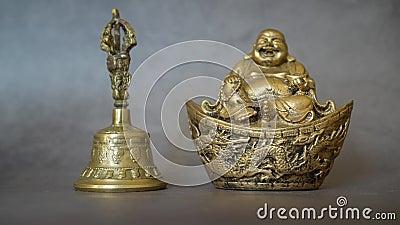 Figurine Cheerful Hotei - Imagem Buda Sorridente - Deus Chinês da Felicidade, Riqueza e Sorte Isolado em cinza vídeos de arquivo