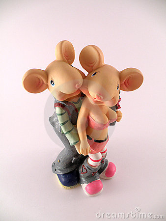 Figurine of couple enamoured mouse