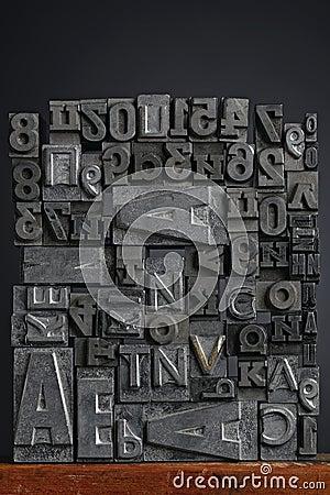 Les lettres de fil de sortie ont composé le composé - haut proche