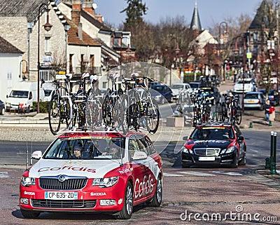 Fila de los coches técnicos París Niza 2013 de los equipos Imagen de archivo editorial