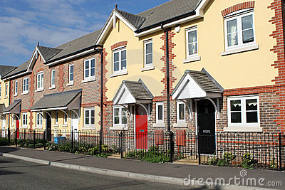Fila de nuevas casas o de hogares