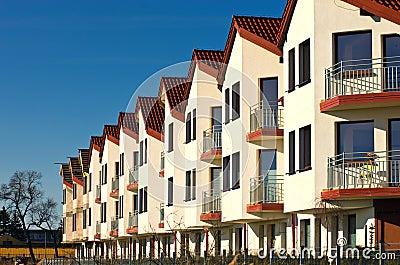 Fila delle case moderne immagine stock immagine 30215671 for Case moderne bianche