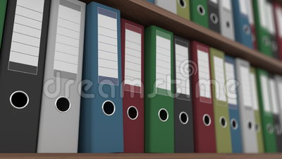 File dei raccoglitori multicolori sulla fine del carrello degli scaffali sul colpo clip loopable senza cuciture 4K stock footage