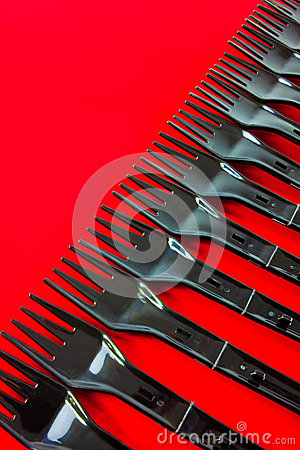 Fileira de forquilhas plásticas