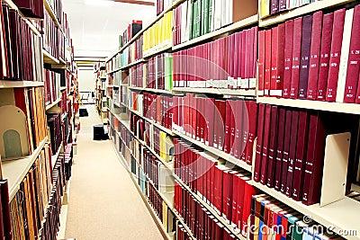 Fileira de livros vermelhos