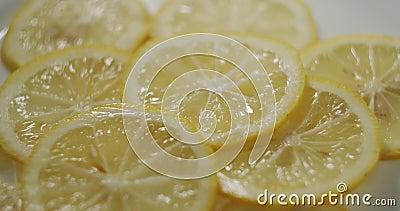 Filettature di limone in rotazione video d archivio