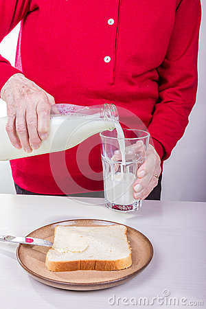 Fill milk into a glass