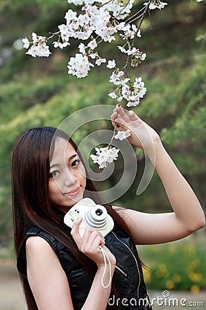 Fille asiatique de ressort