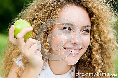 Fille avec Apple