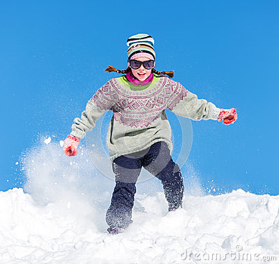Fille dans la neige