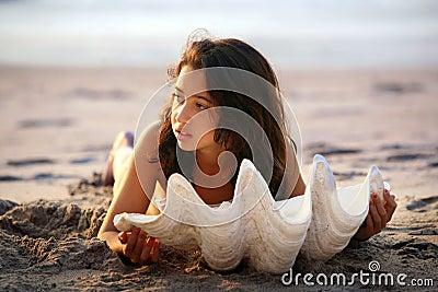 Fille avec le seashell