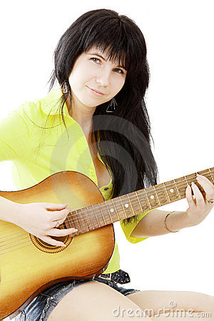 Fille avec une guitare