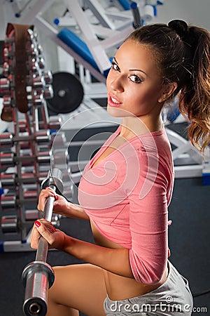 fille dans la presse de banc de bar de gymnastique photo libre de droits image 27365145. Black Bedroom Furniture Sets. Home Design Ideas