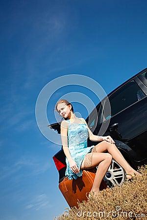 Fille en le véhicule