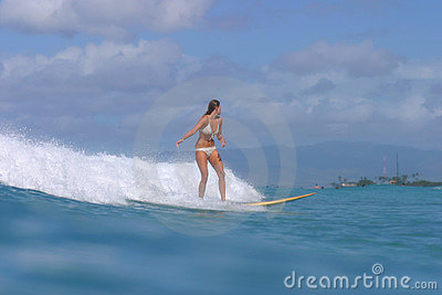 Fille Hawaï de surfer