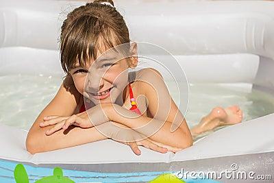 Buzz: La petite fille est-elle sous l'eau ou hors de l'eau