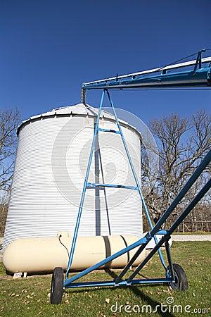 Filling a Grain Silo