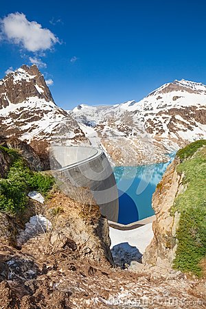 Free Filling The Dam With Water At Spring Royalty Free Stock Photo - 33483635